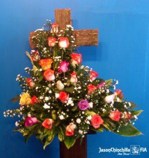 Cruz con rosas