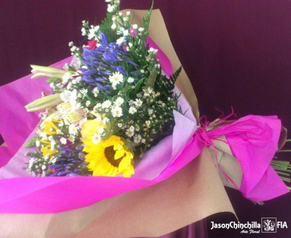 Ramo en florero variado