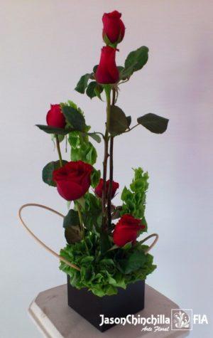 Base de madera con rosas