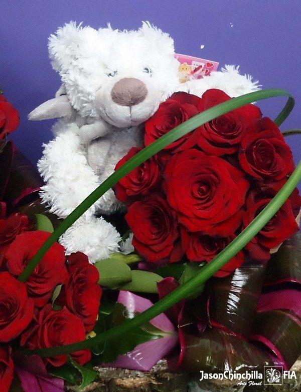 Peluche y rosas