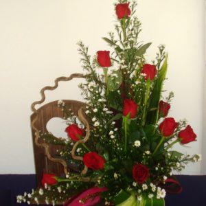 Puerta con corazón y rosas