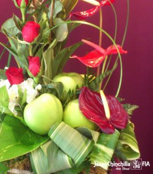 Rosas, anturios y manzanas