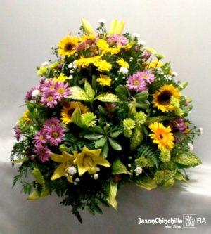 Canasta en flores variadas