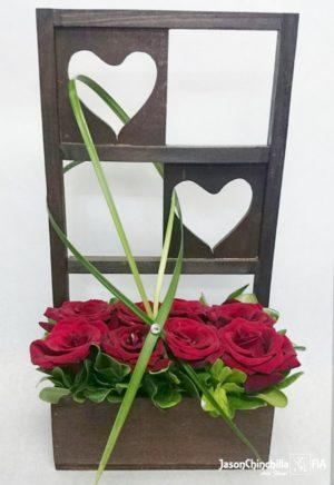 Rosas en base de corazón