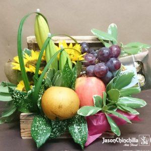 Baúl con Girasoles, follajes, frutas y chocolates