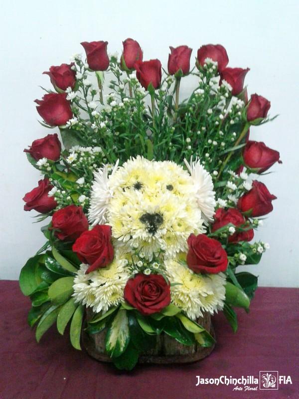 Fig1009 Corazon Con Rosas Y Figura Natural De Perro Realizada En