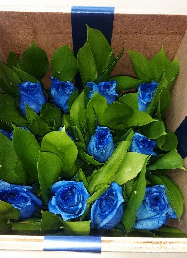 caja de rosas azules