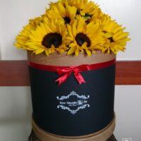 caja con girasoles